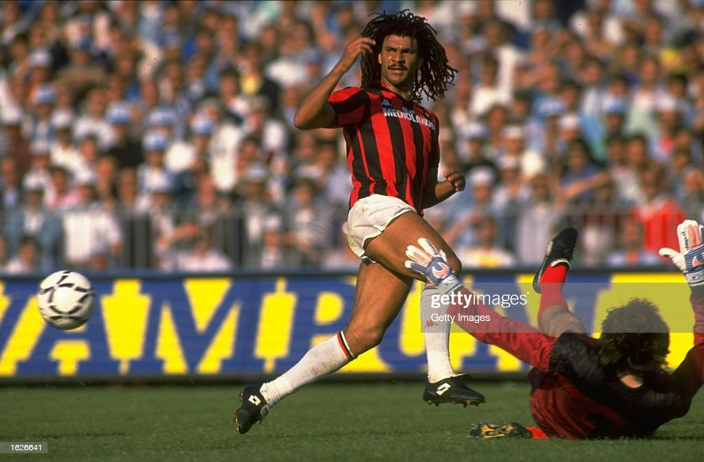Ruud Gullit of AC Milan races to intercept the ball : News Photo