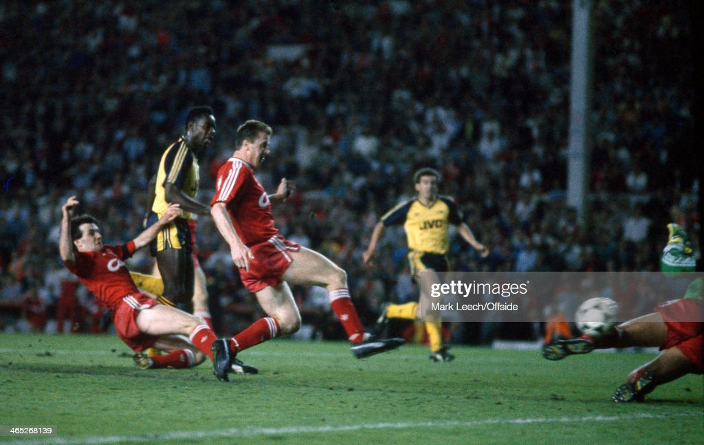 26 May 1989 Football League Division One - Liverpool v Arsenal, Michael Thomas avoids the challenge of Ray Houghton to score Arsenal's last minute title winning goal.