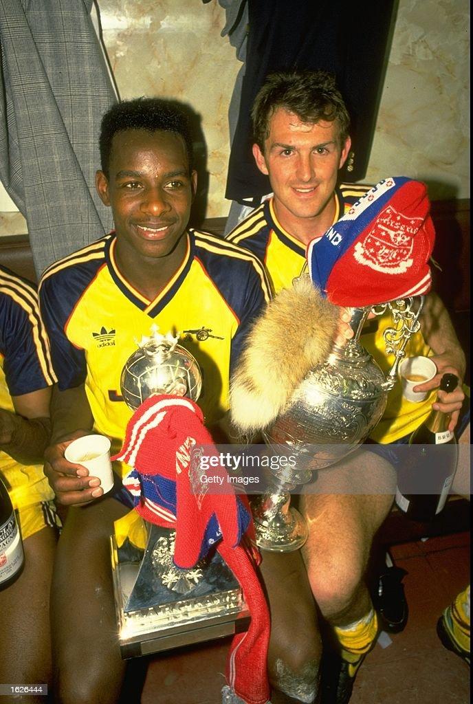 Michael Thomas and Martin Hayes of Arsenal : News Photo