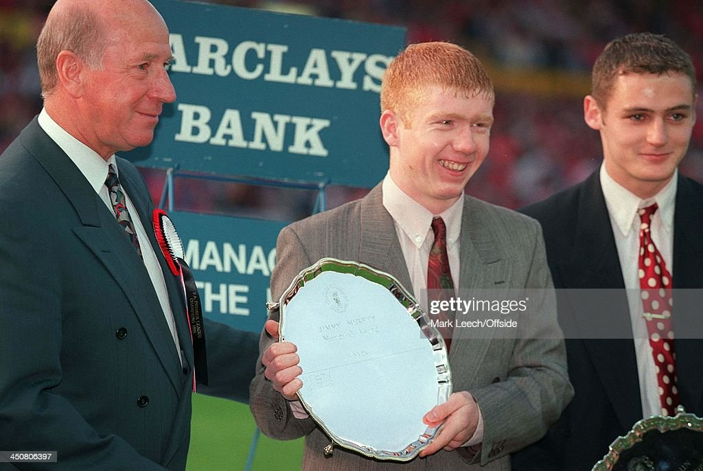Bobby Charlton With Paul Scholes Manchester United FC 1993 : News Photo