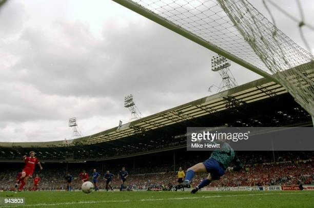 Paul Bodin of Swindon Town scores from the penalty spot past Leicester City goalkeeper Kevin Poole during the League Division One PlayOff Final at...