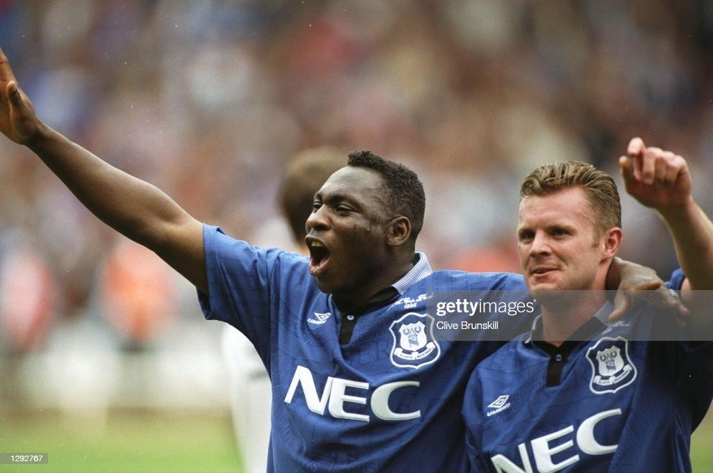 Daniel Amokachi and Graham Stuart of Everton : News Photo