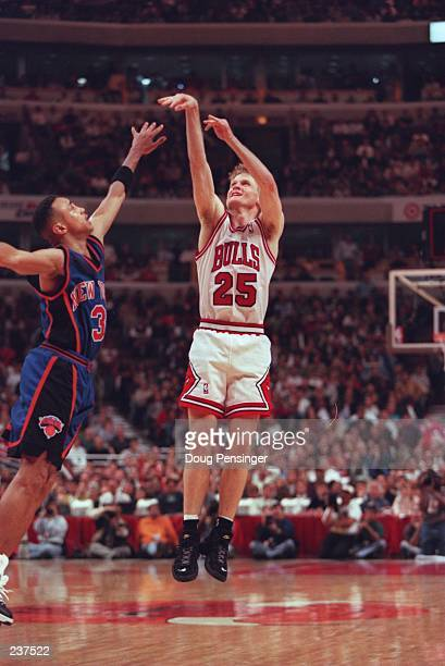John Starks of the New York Knicks puts a hand in the face of guard Steve Kerr of the Chicago Bulls during the Bulls 9180 round 1 Eastern Conference...
