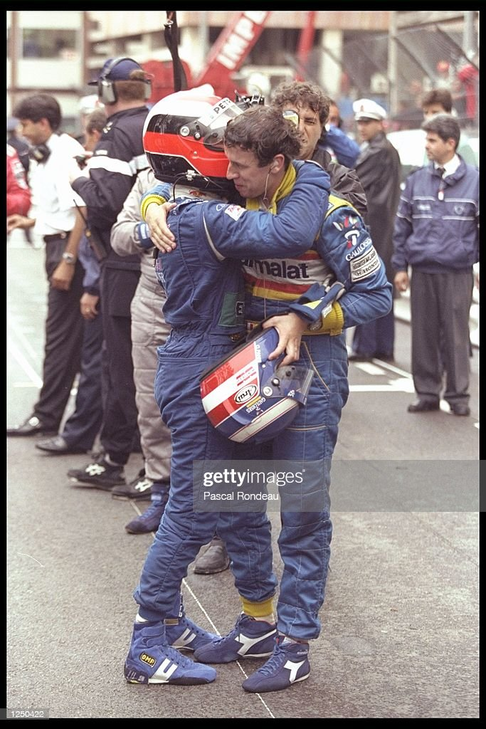 Johnny Herbert of Great Britain (left) congratulates Oliver Panis of France on his victory : News Photo