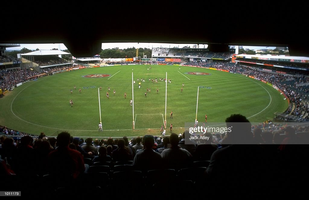 A general view of the Round 7 AFL Football match between Fremantle and Geelong played at the Subiaco Oval in Perth, Australia. \ Mandatory Credit: Jack Atley /Allsport