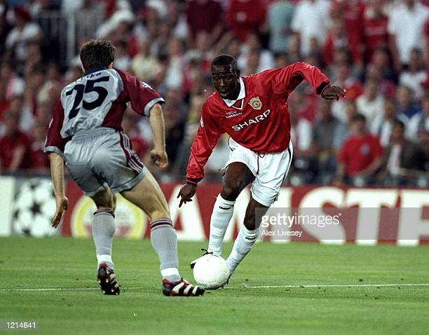 Andy Cole of Manchester United takes on Thomas Linke of Bayern Munich during the UEFA Champions League Final at the Nou Camp in Barcelona Spain...