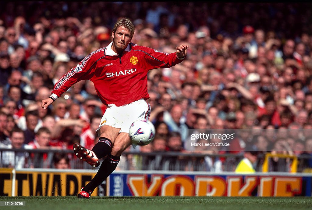 David Beckham Crosses 1999 : News Photo