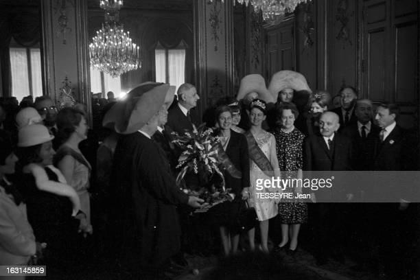 May 1St 1965 At The Elysee A Paris le 1er mai 1965 Le Président de la République le Général DE GAULLE et son épouse Yvonne reçoivent le traditionnel...