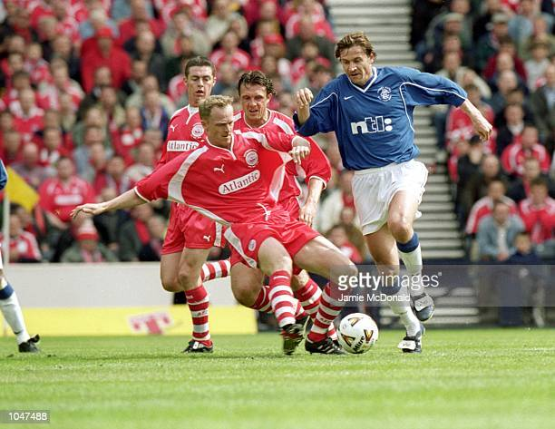 Andrei Kanchelskis of Rangers rans passed Aberdeen defenders during the Scottish FA Cup Final at Hampden ParkGlasgowScotlandRangers won the match 43...