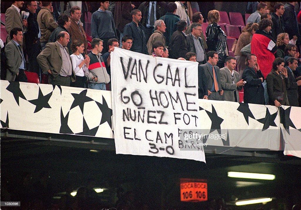 Barcelona fans protest : News Photo