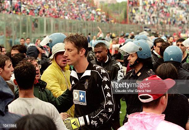 Edwin Van Der Saar of Juventus walks amongst the fans during the Italian Serie A match against Perugia at the Stadio Curi A in Perugia Italy Perugia...