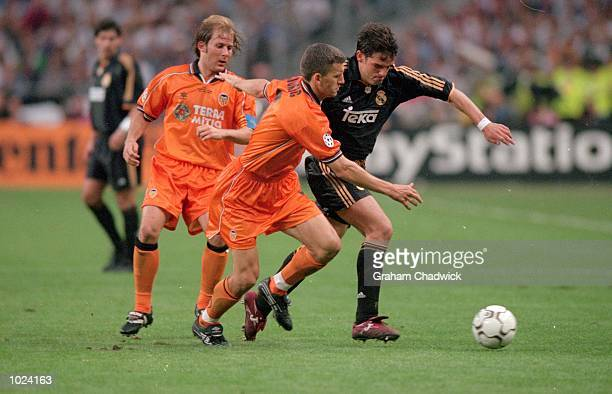 Fernando Morientes of Real Madrid beats Mendieta and Djukic of Valencia during the European Champions League Final 2000 at the Stade de France...
