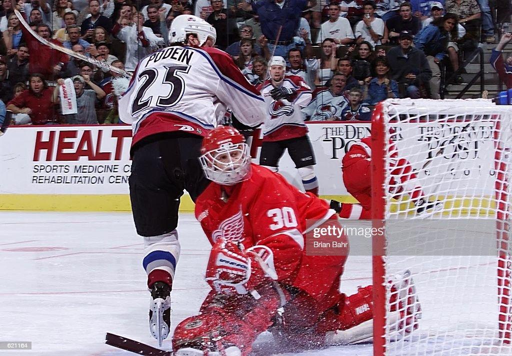 Red Wings v Avs : News Photo