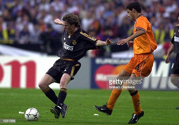 Steve Mcmanaman of Real Madrid holds off the challenge of Gerard of Valencia during the match between Real Madrid and Valencia in the UEFA Champions...