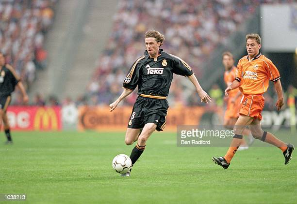 Steve McManaman of Real Madrid in action during the European Champions League Final against Valencia at the Stade de France in Paris France Real...