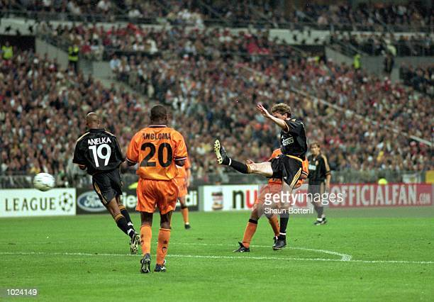 Steve McManaman of Real Madrid scores their second goal during the European Champions League Final 2000 against Valencia at the Stade de France...