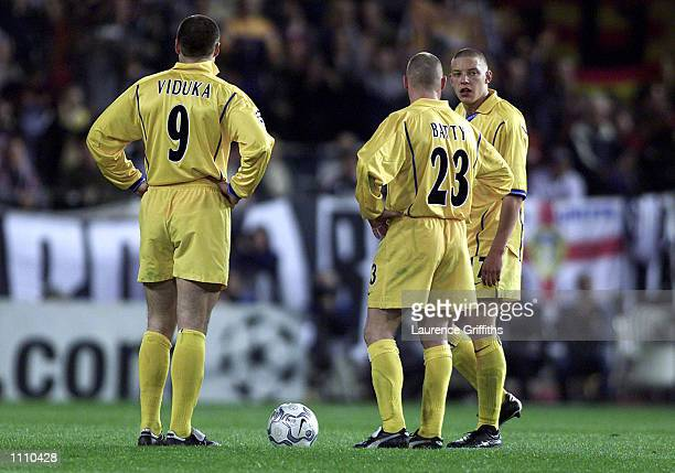 A dejected Mark Viduka David Batty and Alan Smith of Leeds after Valencia score their third goal during the match between Valencia and Leeds United...