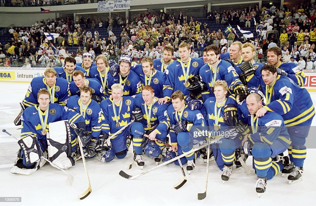 A delighted Sweden team line up after the IIHF World Ice Hockey Championship Third place play-off win against the USA played at the Preussag Arena in Hannover, Germany. \ Mandatory Credit: Stuart Franklin /Allsport