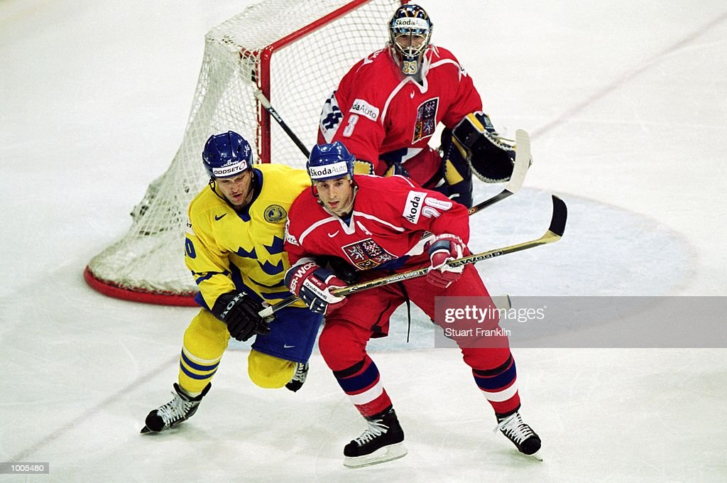 Andreas Johansson of Sweden (left) and Martin Prochazka of Czechoslavakia in action during the IIHF World Ice Hockey Championships match between Sweden and Czechoslavakia played at the Preussag Arena in Hannover, Germany. \ Mandatory Credit:Stuart Franklin /Allsport