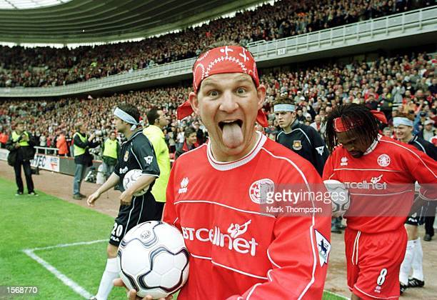 Dean Windass of Middlesbrough comes out with his Cancer Awareness Week bandana during the Middlesbrough v West Ham United FA Carling Premiership...