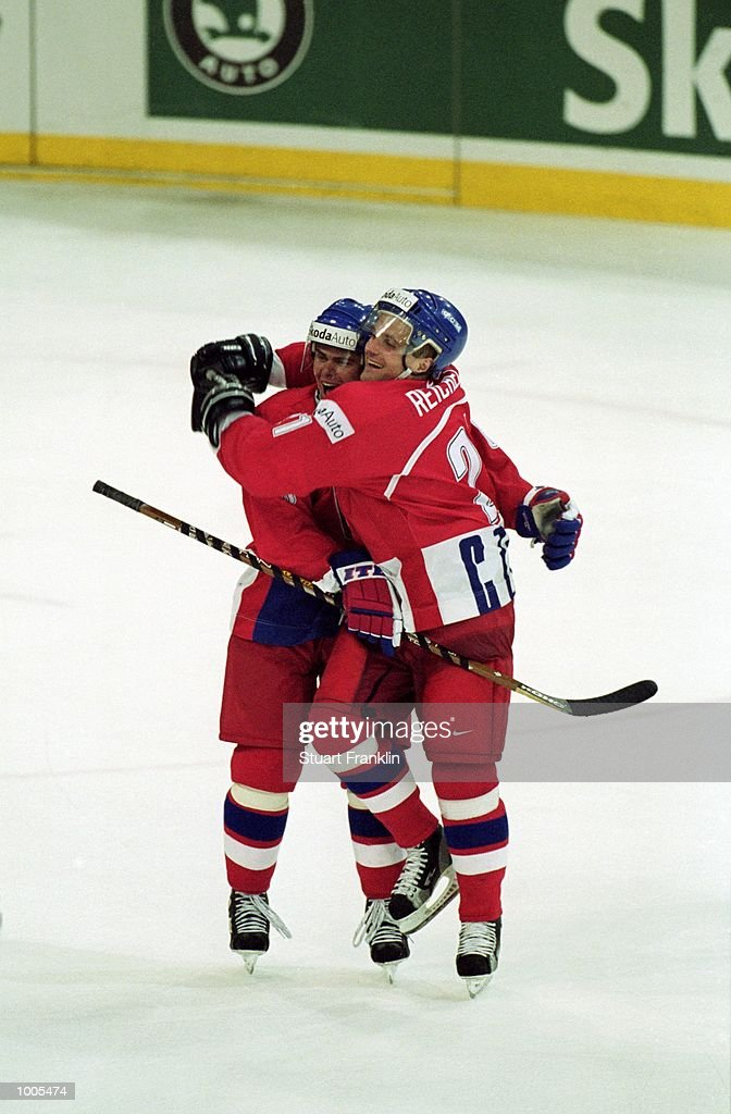 Delight for Czechoslavakia after the IIHF World Ice Hockey Championships match against Sweden played at the Preussag Arena in Hannover, Germany. \ Mandatory Credit: Stuart Franklin /Allsport