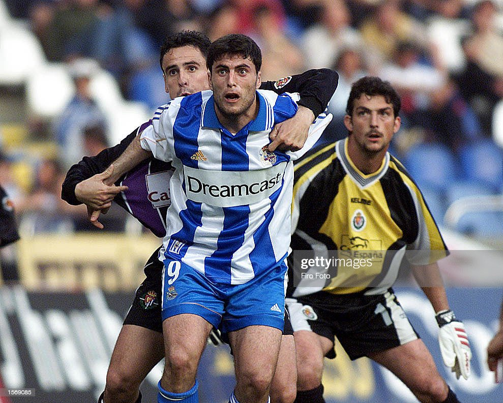 Diego Tristan of Deportivo and Ricardo the Valladolid goalkeeper in action during the Deportivo and Espanyol Primera liga match played at the Riazor Stadium La Corunya. DIGITAL IMAGE Mandatory Credit: Firo Foto/ALLSPORT