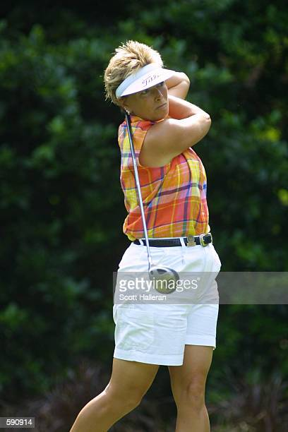 Dottie Pepper hits a shot at Pine Needles Lodge Golf Club during the first round of the 2001 US Women's Open in Southern Pines North Carolina DIGITAL...