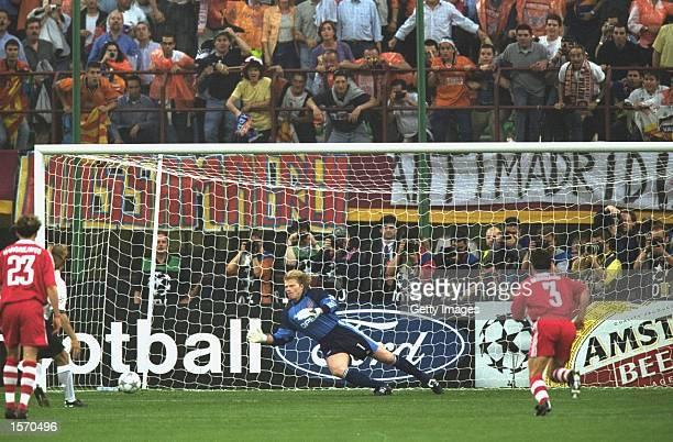 Gaizka Mendieta of Valencia slots home his penalty kick past Oliver Kahn of Bayern Munich during the UEFA Champions League Final played at the San...