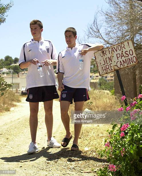 30 May 2001 Michael Carrick and Joe Cole of West Ham and England after their press conference at the La Manga traing camp in Mercia Spain Digital...