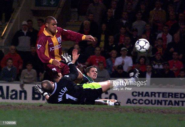 Michael Owen of Liverpool scores the first goal during the Bradford City v Liverpool FA Carling Premiership Match at Valley Parade, Bradford. DIGITAL...