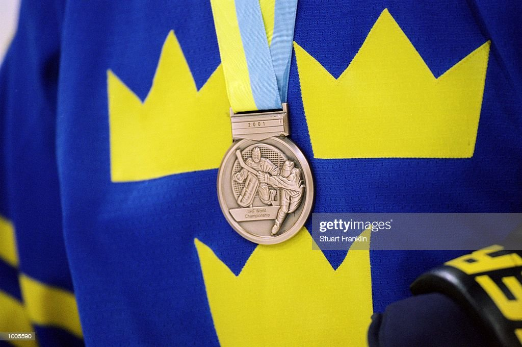 Sweden claim the Bronze medal after the IIHF World Ice Hockey Championship Third place play-off win against the USA played at the Preussag Arena in Hannover, Germany. \ Mandatory Credit: Stuart Franklin /Allsport