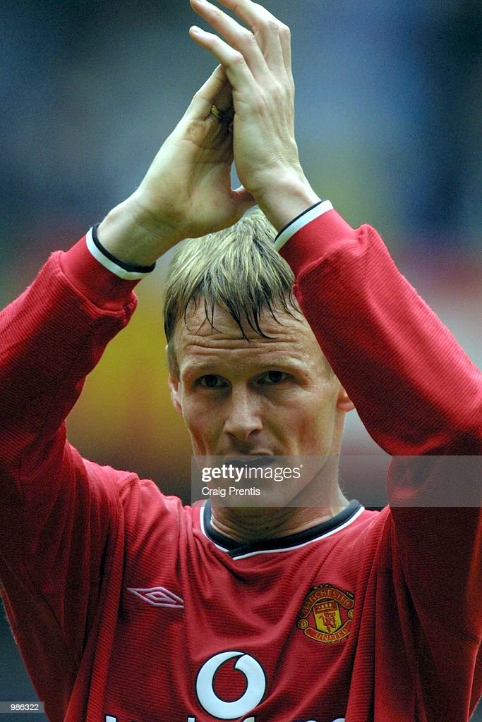 Teddy Sheringham of Manchester United says farewell to the fans at the end of the season after the FA Carling Premiership match between Tottenham Hotspur v Manchester United at White Hart Lane, Tottenham. Mandatory Credit: Craig Prentis/ALLSPORT