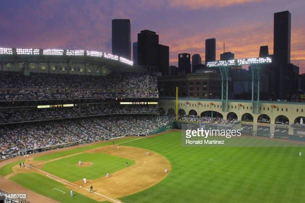 View of the Houston skyline at sunset at Enron Field in Houston Texas The Astros beat the Reds 63 DIGITAL IMAGE Mandatory Credit Ronald...