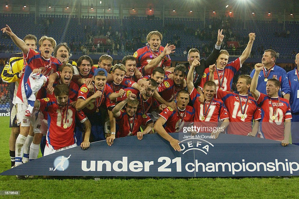 The Czech Republic team celebrates winning the European U21 Trophy : News Photo