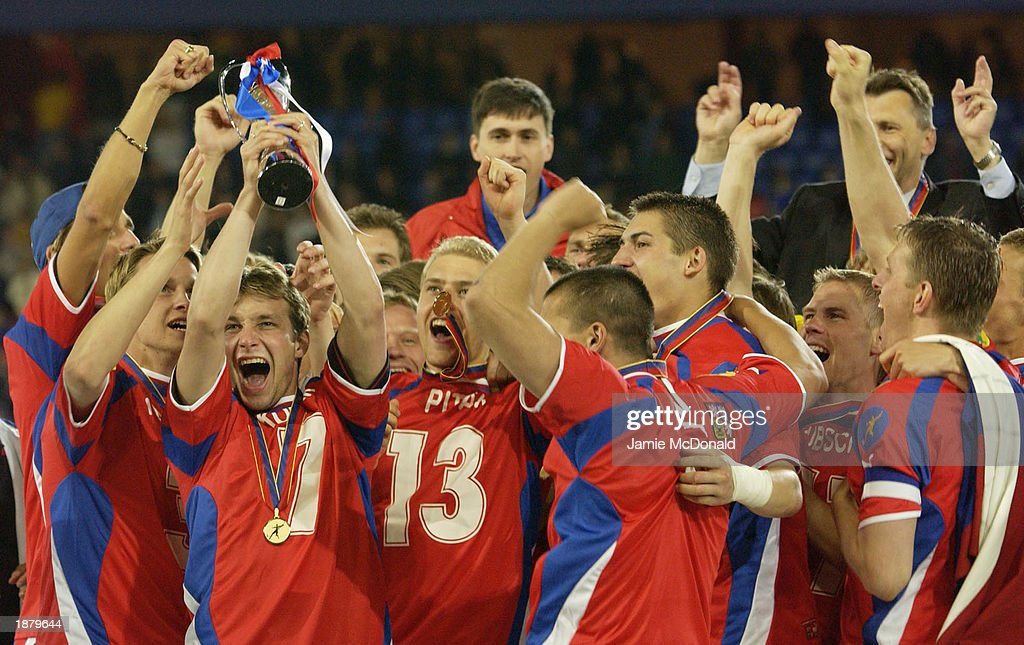 The Czech Republic team celebrates winning the European U21 Trophy : News Photo