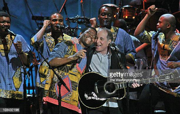 May 2007 CREDIT Bill O'Leary / TWP WASHINGTON DC Singer/songwriter Paul Simon is awarded the first ever Gershwin award for pop music by the Library...
