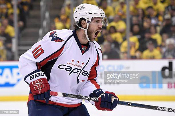 Washington Capitals center Mike Richards reacts to the play along the boards during the third period The Pittsburgh Penguins went on win 43 in...