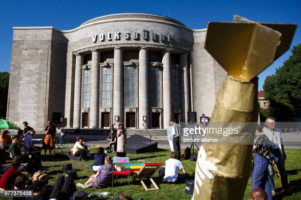 May 2018, Berlin, Germany: Participants of the demonstrations infront of the Berlin Volksbuehne, in order to decide upon its future. A group of...