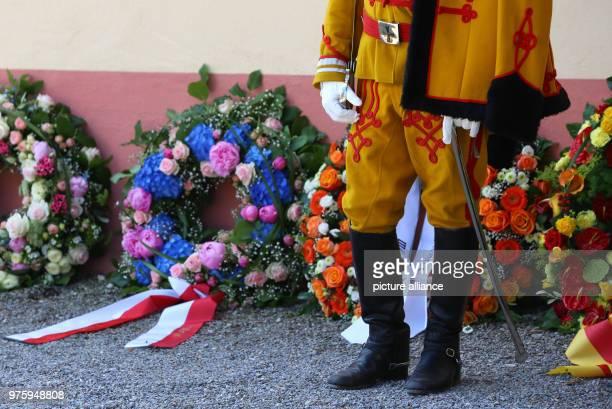 A guardsman standing beside wreaths outside the church Photo KarlJosef Hildenbrand/dpa
