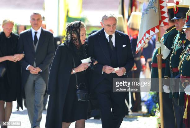 Duke Max and Duchess Elizabeth in Bavaria on their way to the church for the funeral Photo KarlJosef Hildenbrand/dpa