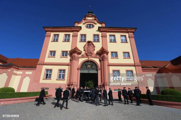 Funeral guests arrive at the palace Photo KarlJosef Hildenbrand/dpa