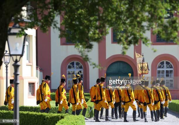 Guardsmen marching in the Schlosspark Photo KarlJosef Hildenbrand/dpa