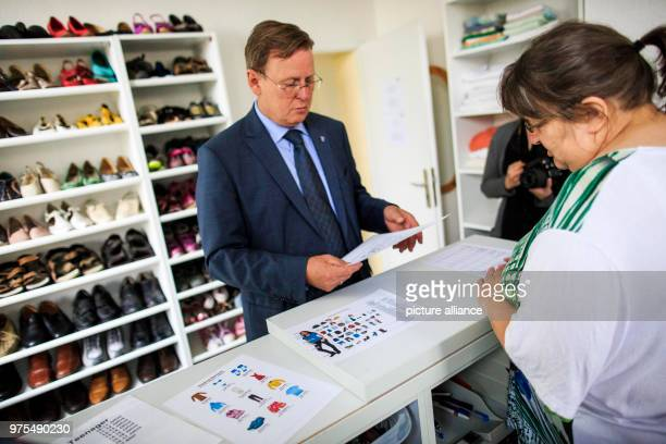 May 2018, Germany, Eisenach: Premier of Thuringia Bodo Ramelow visits the German Red Cross clothing centre. Photo: Carsten Koall/dpa-Zentralbild/dpa