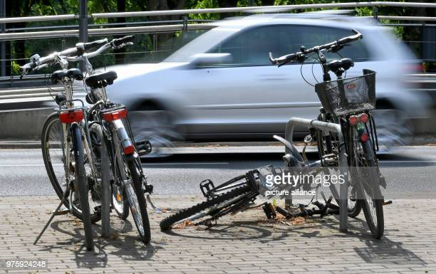 May 2018, Germany, Hanover: Bikes and broken bikes locked up at metal stands in the inner city. Photo: Holger Hollemann/dpa