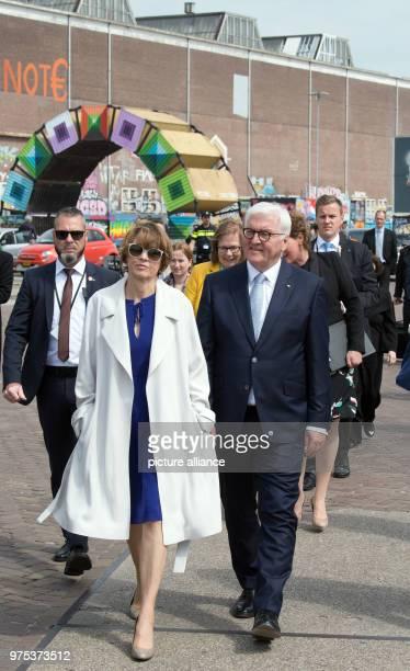 German President FrankWalter Steinmeier and his wife Elke Bueedenbender viewing the former NDSMwharf Photo Soeren Stache/dpa