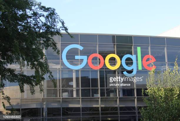 May 2018, US, Mountain View: The logo of Google on the facade of the headquarters of the parent company Alphabet. Alphabet announces 4th quarter...