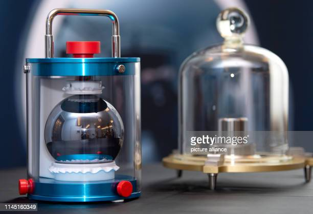 A highpurity silicon sphere of the PhysikalischTechnische Bundesanstalt weighing exactly one kilogram can be seen in the Deutsches Museum next to a...