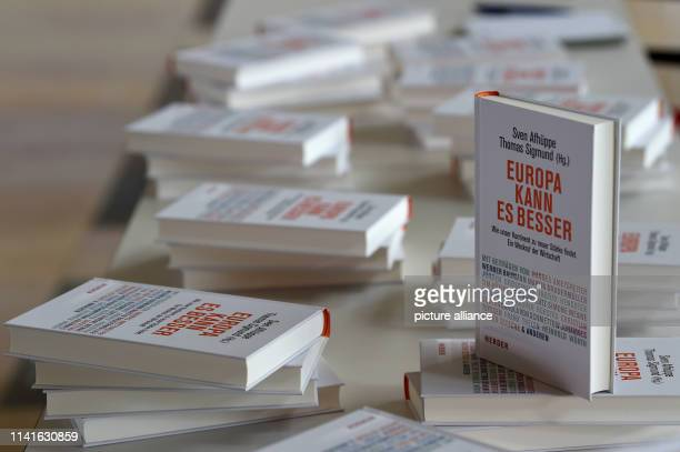 Copies of the book Europa kann es besser Wie unser Kontinent zu neuer Stärke finden A wakeup call to business by Sven Afhüppe are on a table at the...