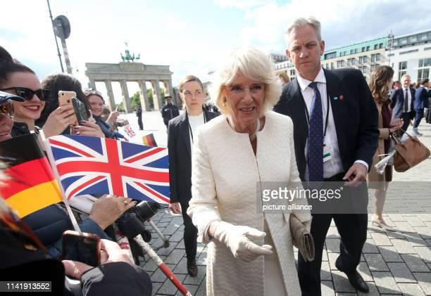 The British Duchess Camilla speaks with spectators in front of the Brandenburg Gate. Photo: Wolfgang Kumm/dpa