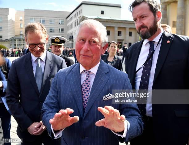 The British Prince Charles speaks to spectators alongside Michael Müller , Governing Mayor of Berlin, in front of the Brandenburg Gate. Photo: Bernd...